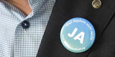 Die Kampagne wirkt: Laut Umfrage dürfen die Urheber die Pflegeinitiative auf ein Ja der Stimmenden hoffen. (Archivbild)