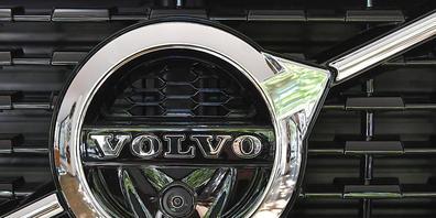 Ab an die Börse in Stockholm: Logo des Autobauers Volvo (Archivbild).