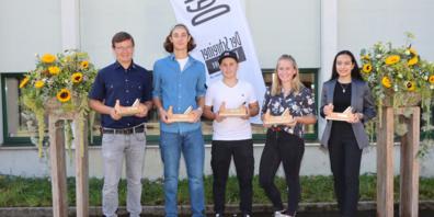 von links: Baltus Ritz, Andrin Caluori, Mike Eugster, Elea Oehy und Samantha Coray wurden in Gossau vom St.Galler Schreinerverband für ihre hervorragenden Leistungen geehrt.