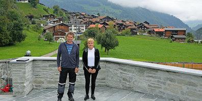 Hans Valär-Pollett und Anita Kasper-Niggli freuen sich auf die Eröffnung des neuen Kraftorts in Jenaz.