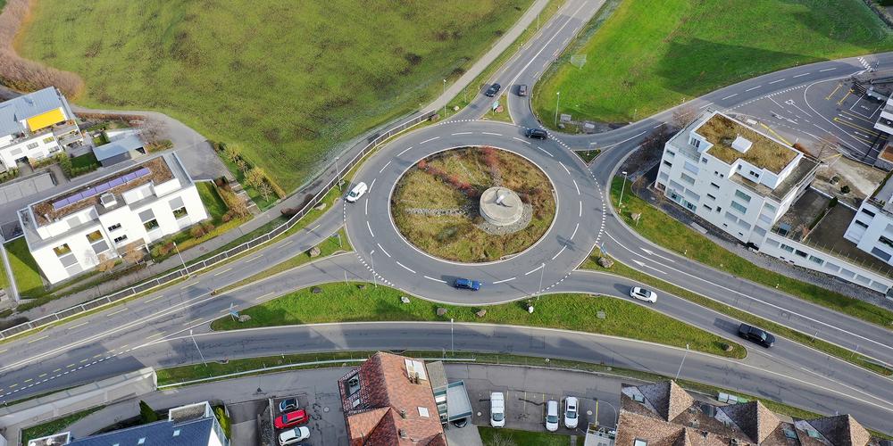 Der Doppelkreisel in Schindellegi. Gut 20 Jahre nach der Erstellung stösst er insbesondere in der Stosszeit an seine Kapazitätsgrenzen.