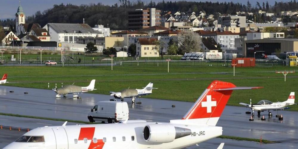 Unter anderem die Rega führt Rückführungen von Patientinnen und Patienten in die Schweiz durch. (Archivbild)