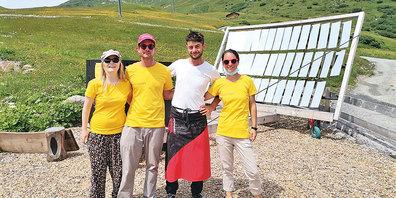 Das Team des Vereins Solarstart vor seinem selbstgebauten  Lytefire-Solar-Pizzaofen.