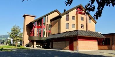 Beim Standort Berg in St.Gallenkappel (Bild) soll eine Genossenschaft Alterswohnungen verwirklichen.