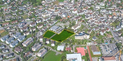 Im Luftbild des Eschenbacher Zentrums ist die zu vergebende Bewirtschaftungsfläche gelb eingerahmt.