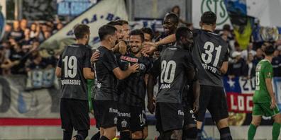 Der FCZ freut sich über den Treffer von Antonio Marchesano, der wieder einmal per Freistoss traf