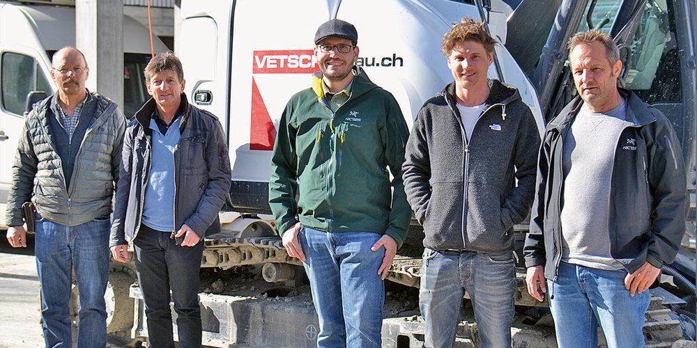 Christian und Ruedi Vetsch ziehen sich aus der operativen Geschäftsleitung zurück und übergeben das Ruder an Rico Züst, Tino Vetsch und Urs Vetsch (v.l.).