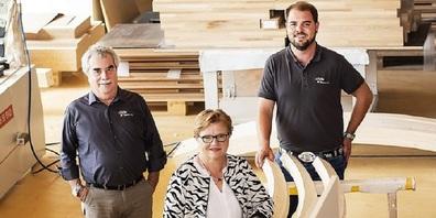 Tobias Koster freut sich auf seine neue Aufgabe als Geschäftsführer. Im Bild v. l.  Jakob Koster, Sigrun Koster und Tobias Koster.