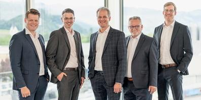 Die neuen GL-Mitglieder mit CEO Patrik Lanter (v.l.n.r.): Pascal Welti (Leiter Energy Consulting), Michael Eugster (Leiter Marketing), Patrik Lanter (CEO), Pascal Perrino (Leiter Information Technology) und Ralph Stadler (Leiter Business Development)