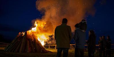 In Mollens VD brennt ein Feuer der Solidarität für die Landwirte und Schafhirten des Waadtländer Jura.