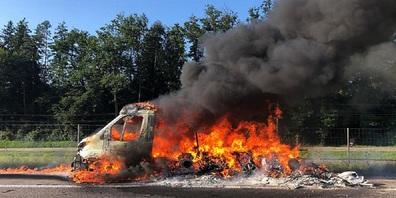 Auf der Autobahn A1 bei Sirnach TG brannte am Donnerstag ein Wohnmobil. Der Fahrer und die Beifahrerin wurden verletzt.