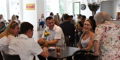 """Die Restaurants """"Chez Grand Maman"""" Sonnenhof und Fürstenau werden wieder zum Treffpunkt von Jung und Alt."""