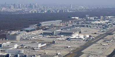 Erholung des Flugverkehrs in Europa dürfte auf sich warten lassen (Symbolbild)