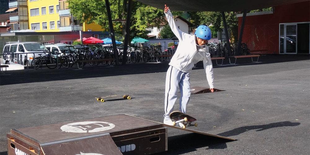 Übung macht den Meister – auch beim Erlernen von Skateboard-Tricks.