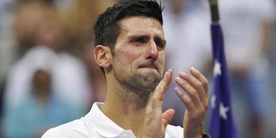 Finalverlierer Novak Djokovic mit feuchten Augen bei der Siegerehrung in New York