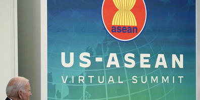 Joe Biden, Präsident der USA, bei einem virtuellen Gipfeltreffen zwischen den USA und den Mitgliedsstaaten des Verbands Südostasiatischer Nationen (ASEAN). Er verspricht den Staaten wieder engeren Austausch. Foto: Susan Walsh/AP/dpa