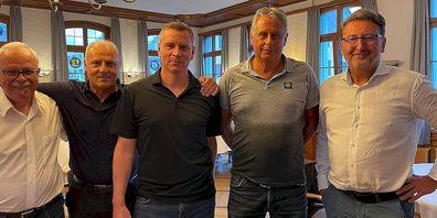 Die neue sportliche Führung des FC Flawil ( (v.l.).: Vizepräsident Rolf Junker, Sportlicher Leiter Thomas Hengartner, Assistenztrainer Reto Knaus, Cheftrainer René Benz sowie Präsident Roland Büeler.