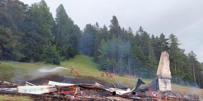 Vom Maiensäss und dem dazugehörigen Stall blieb nach dem Brand fast nichts übrig.