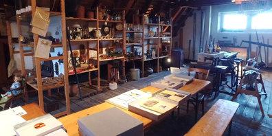 Die Ortskundliche Sammlung Dürnten ist Ortsmuseum und Ortsarchiv in einem und bewahrt Gegenstände, Bilder und Dokumente aus dem Leben der Dürntner Bevölkerung.