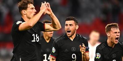 Leon Goretzka (Nummer 18) bejubelt das deutsche Weiterkommen an der Euro. Sein 2:2-Ausgleich in der 84. Minute ebnete Deutschland den Weg