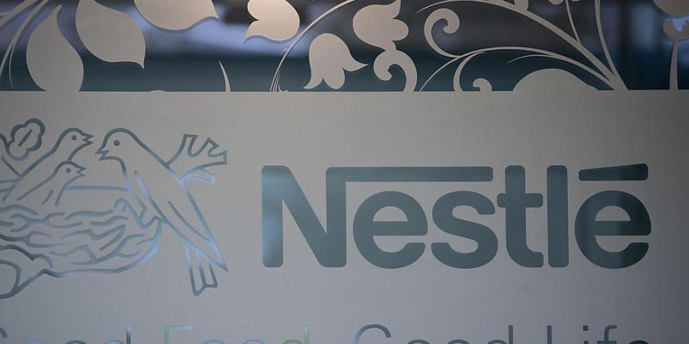 Der Nahrungsmittelkonzern Nestlé nimmt derzeit seine Produktnamen unter die Lupe. Nicht mehr zeitgemässe Namen sollen ersetzt werden. (Archivbild)