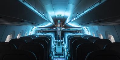 Helvetic Airways hat am Montag einen Roboter getestet, der mit UV-Strahlen alle Keime abtöten soll.