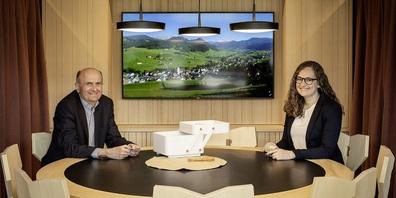 Karl Meier und Sina Lanter freuen sich, ihre Gäste am Stammtisch in Urnäsch zu begrüssen.