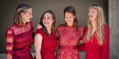 Das temperamentvolle Quartett (von links) Daniela Villiger, Rebekka Bräm, Nicole Hitz und Editha Lambert präsentiert »Best of dezibelles»