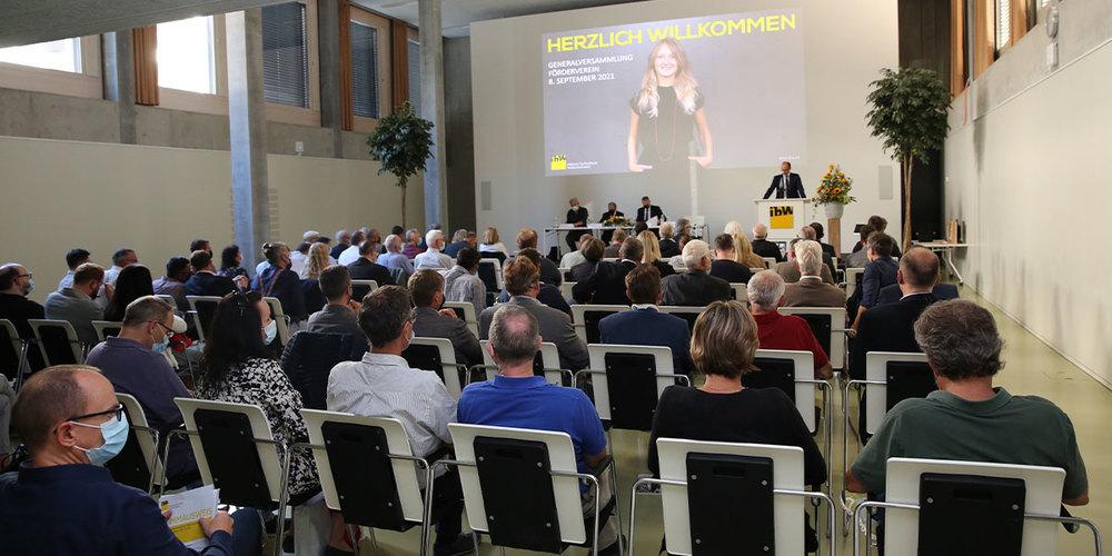 Rund 100 Besucherinnen und Besucher wohnten der GV 2021 bei.