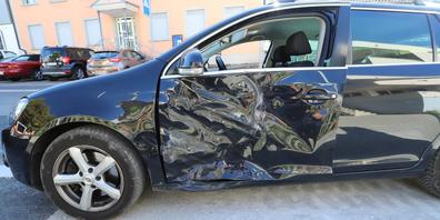 Ein Motorkarren und ein Auto kollidierten. Es entstand mittlerer Sachschaden