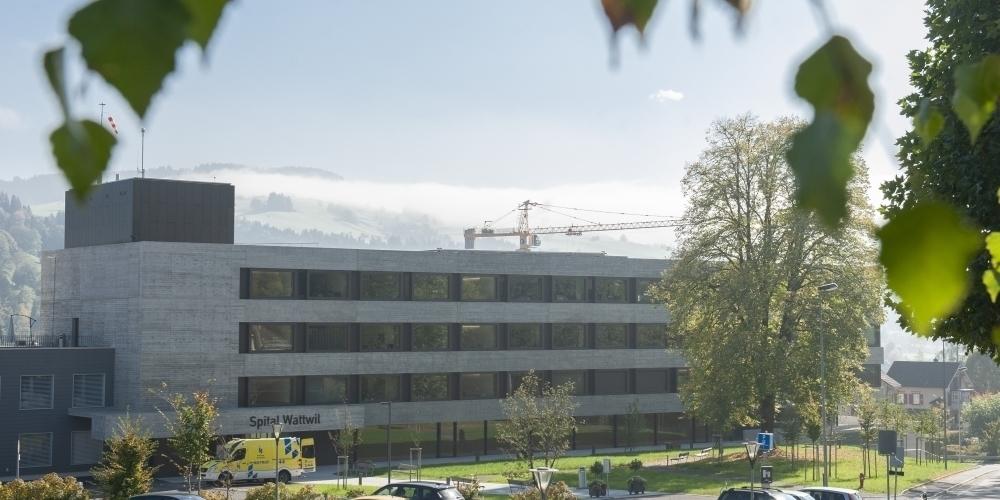 Die EVP unterstützt die drei Spitalstrategie-Vorlagen, darunter die Bau-Sistierung des Spitals Wattwil (Bild).