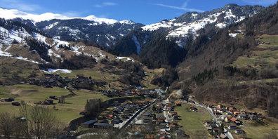 Flaniermeile: Über das ganze Dorfgebiet von Pragg und Jenaz verteilt kann am Samstag nach Trouvaillen gestöbert werden.