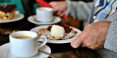 Essen, Gesellschaft geniessen und «höckle»: Nach der Corona-Pause startet der Schänner Senioren Mittagstisch wieder.