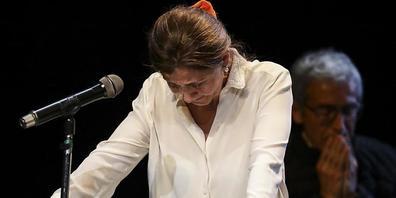 Ingrid Betancourt, ehemalige Präsidentschaftskandidatin in Kolumbien, hält während einer Rede kurz inne. Foto: Ivan Valencia/AP/dpa