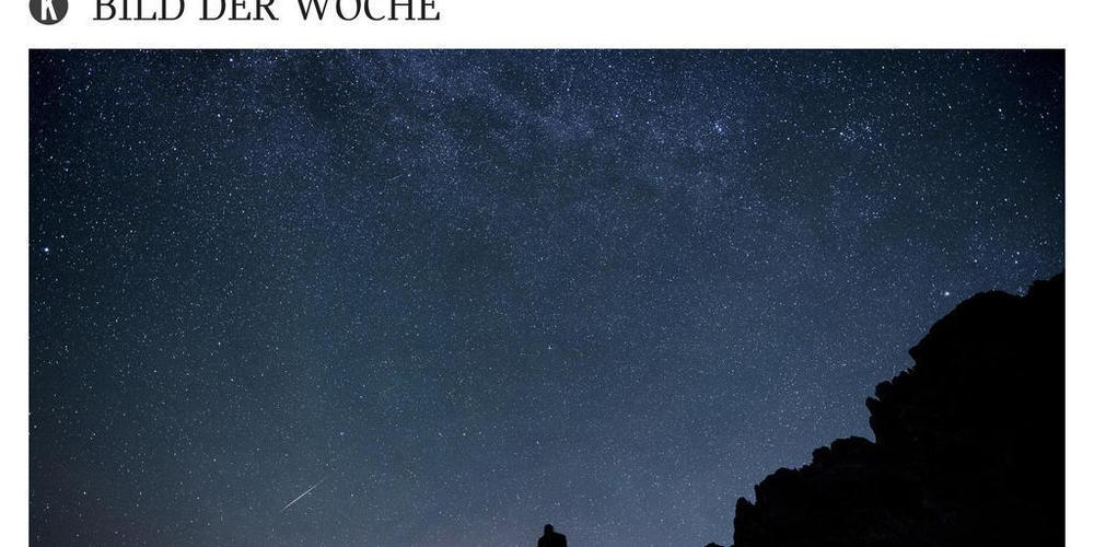 Nächste Woche ist es wieder soweit: Zusätzlich zu den Sternen erhellt der Perseidenschauer den Nachthimmel, hier 2015 über der Drusenfluh links und der Sulzfluh in St. Antönien GR (Archivbild).