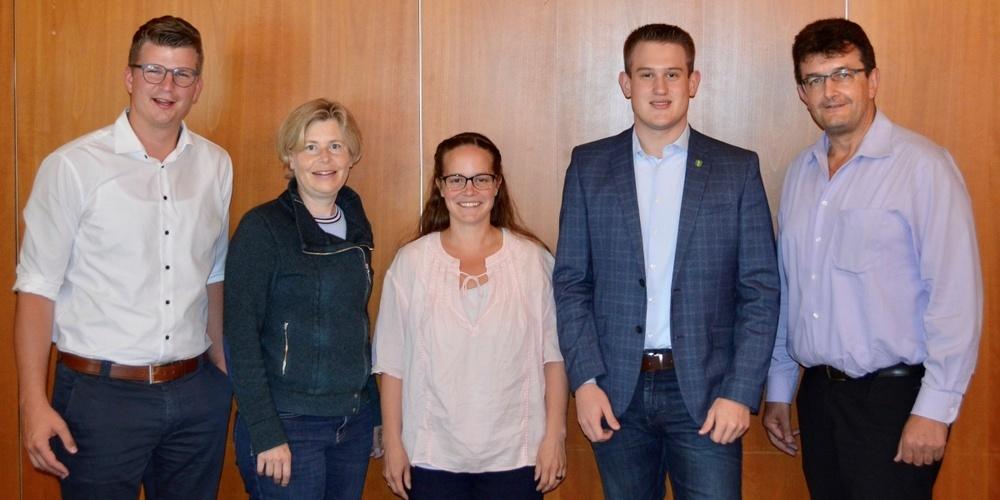 NR Mike Egger, NR Esther Friedli, Jasmin Götschi (Aktuarin), Marc Keller (Kassier), KR Linus Thalmann (Präsident) (v.l.n.r.)
