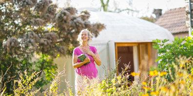 Sandra Werner öffnet die Türen zu ihrem Jurtedom auch für Gäste.
