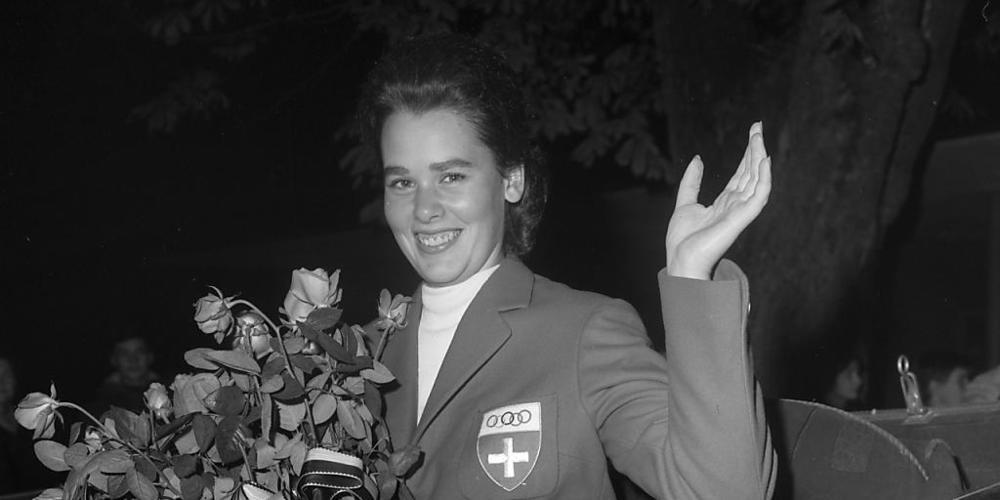 Sie brach den Bann für die Frauen: Dressurreiterin Marianne Gossweiler war die erste weibliche Sommer-Olympionikin der Schweiz. Und holte 1964 in Tokio gleich eine Silbermedaille. Im Bild: Empfang in Schaffhausen an Bord eines Landauers. (KEYSTONE...