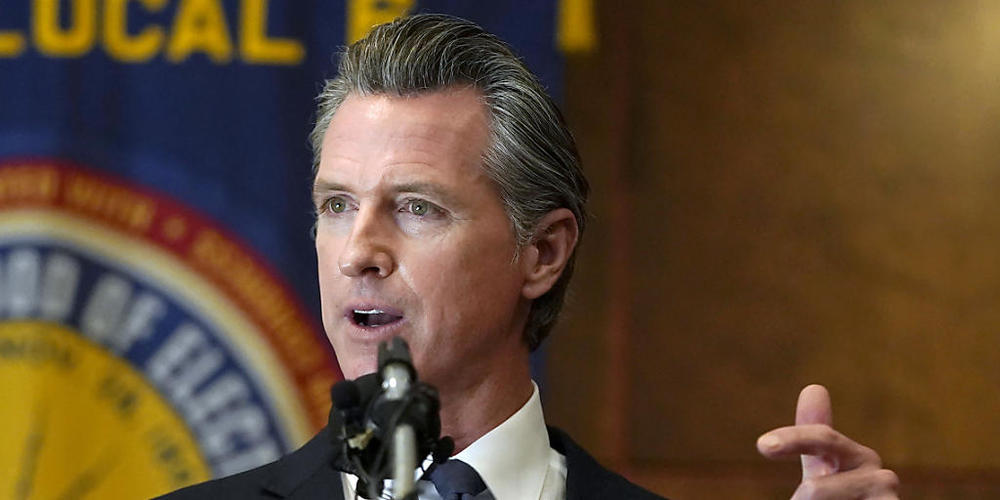 Der Gouverneur des US-Bundesstaates Kalifornien, Gavin Newsom, spricht zu Freiwilligen. Newsom hat Prognosen zufolge ein Abwahlverfahren erfolgreich abgewehrt. Bei einer Sonderabstimmung sprach sich am Dienstag die Mehrheit der Wähler dafür aus, N...