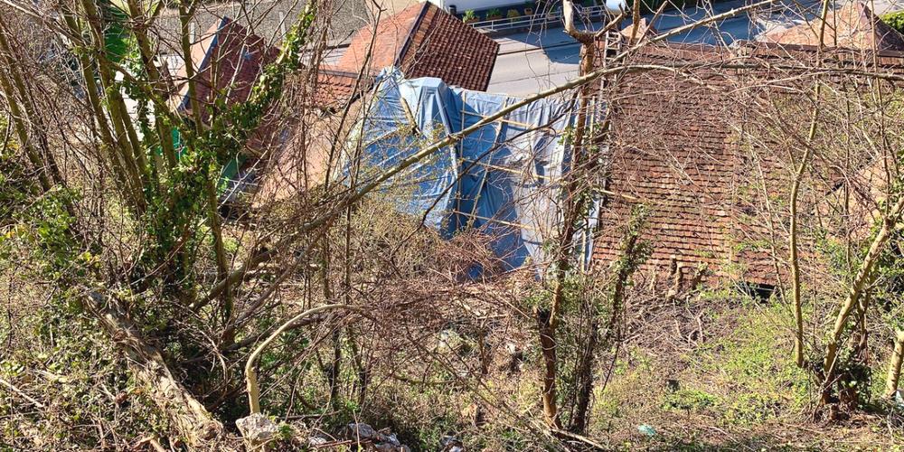 Hier donnerte der 6-Tonnen-Brocken auf die Hausdächer in Weesen.