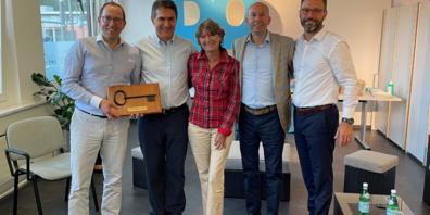 Vlnr: Thomas Bossard (Leiter M&V/VR Oertli), Carlo Pizzera (GF Domedics), Anita Lipp (Gründerin Domedics), Christoph Bosshard (CEO/VR Oertli), Christoph Stüssi (GL Domedics).