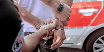 Die Stadtpolizei hat zwei Brüder mit auf den Posten genommen, die zuvor in der Unterführung des Hauptbahnhofs andere Personen belästigt und sich bei der Personenkontrolle aggressiv verhalten hatten. (Symbolbild)