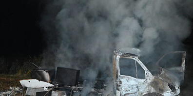 Der Lieferwagen wurde innert kurzer Zeit zuerst gestohlen, dann demoliert und schliesslich in einem Naturschutzgebiet angezündet.