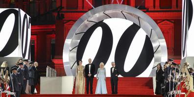 Ganz klar: Bezüglich James-Bond-Premiere spielte die Musik am Dienstagabend in London (im Bild die Royal Family) und nicht am Zurich Film Festival.