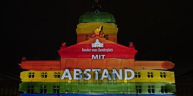 Nach einem Jahr wieder zu sehen: Das Lichtspektakel am Bundeshaus.