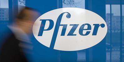 ARCHIV - Deutschlandzentrale von Pfizer in Berlin. Der des Pharmakonzern spendet Indien Medikamente im Wert von 70 Millionen Dollar. Foto: Arno Burgi/dpa-Zentralbild/dpa