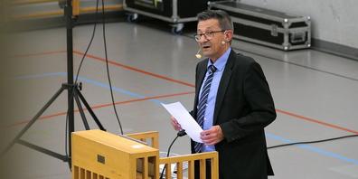 Gemeindepräsident Reto Friedauer präsentierte überzeugend die Sparpotentialanalyse