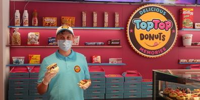 Marco Kratzer ist bei der Eröffnung der TopTop Donuts Filiale in St.Gallen dabei