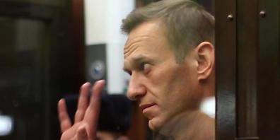ARCHIV - Der russische Oppositionsführer Alexej Nawalny nimmt an einer Anhörung teil. Angaben der unabhängigen Organisation Roskomswoboda zufolge hat Russland Dutzende Internetseiten von Kremlkritikern vor allem um den inhaftierten Oppositionellen...