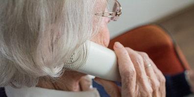 """Die Veranstaltungsreihe """"fragil"""" behandelt auch Betrugsversuche bei Senioren (Symbolbild)"""